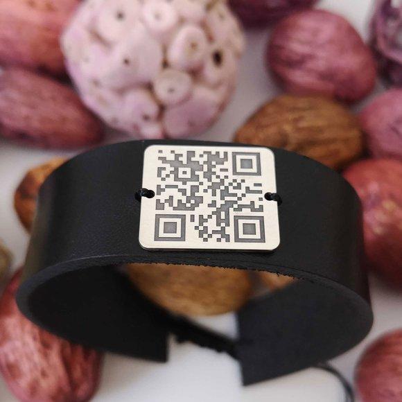 Bratara pentru barbati - personalizata cu QR code - Argint 925 si piele lata