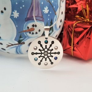 Lantisor cu pandantiv personalizat de Craciun - Floare de gheata - model rotund -Argint 925 - cristale Swarovski