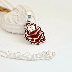 Lantisor personalizat si decorat cu email colorat - Inima din maini impletita - Argint 925
