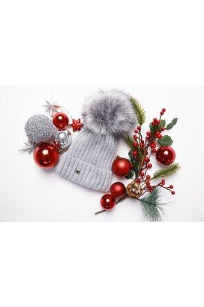 Caciula tricotata gri cu detaliu din blana ecologica