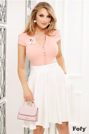 Camasa Fofy roz decoltata cu guler inalt si brosa