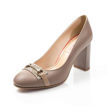 Pantofi bej din piele naturala Kendra cu accesoriu
