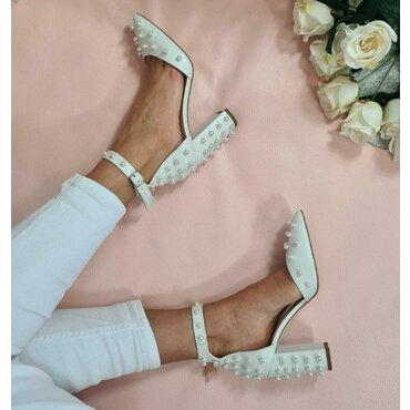 Pantofi decupati albi ivoire Nika
