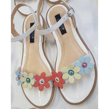 Sandale de dama din piele naturala alba Fany Best cu flori