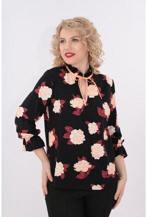 Bluza din vascoza neagra cu flori maxi bordo si roz