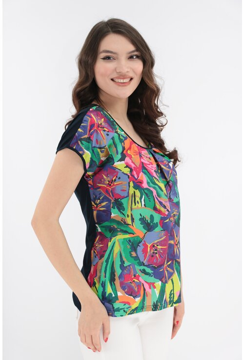 Bluza lejera bleumarin cu imprimeu abstract multicolor