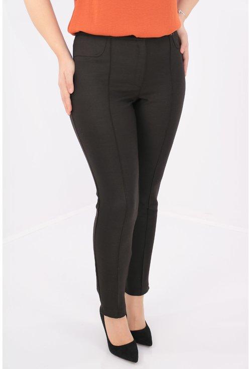 Pantaloni maro inchis din stofa elastica
