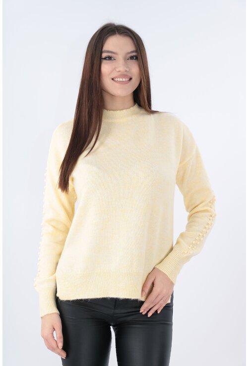 Pulover tricotat galben cu model in relief pe maneci