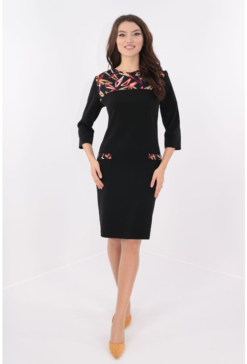 Rochie neagra cu platca cu print geometric rosu